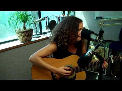 Alana Davis - Turtle (KRVB Radio Acoustic)