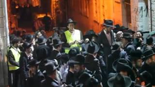 250,000 mourn Rabbi Elyashiv at J'lem funeral