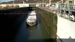 Die schleusenaufsicht von viadonau regelt den schiffsverkehr an 9 schleusen entlang der österreichischen donau.