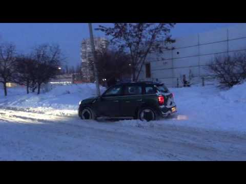 Mini Countryman ALL4 test on snow