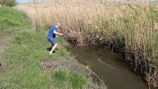 рыбалка кастинговой сетью на микро речке
