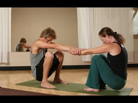Conéctate con tu pareja a través del ejercicio - Yoga para todos ... 715580362bc7