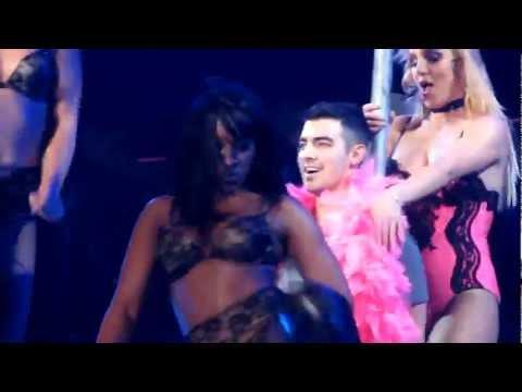 Britney Spears baila sexy para Joe Jonas