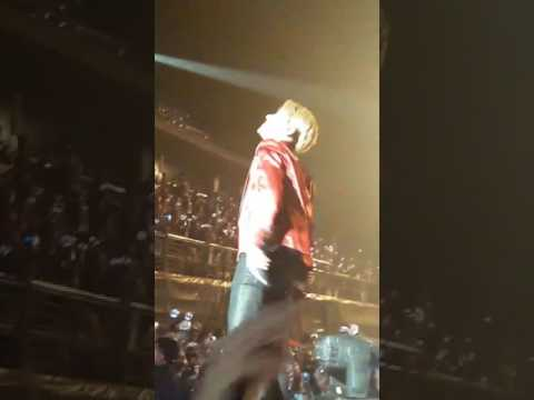 [FANCAM] BTS THE WINGS TOUR INDONESIA JAKARTA JHOPE JAMMING AND SECURITY CAUGHT ARMY FILMING