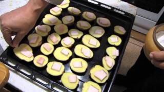 Картофель в духовке - очень вкусный! рецепт(Рецепт очень простого и очень вкусного блюда. Картофель с салом, запечённый в духовке. Смотрите мои видео..., 2014-10-03T20:44:24.000Z)