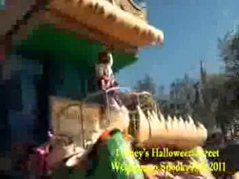 Tokyo DisneylandDisney's Halloween 2011  Welcome to Spookyville .3gp