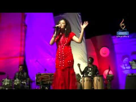 Palak muchhal Live performance at Mangalayatan  University thumbnail
