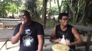 Banda Mukanda Emerson Timbal quebrando tudo na percussão