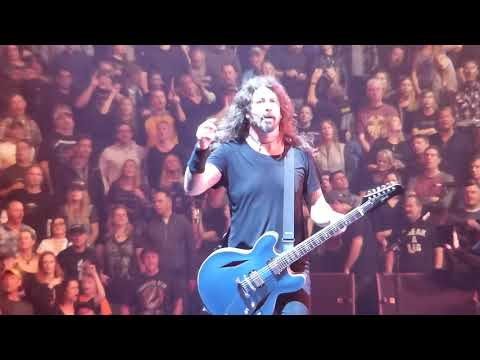Mel Taylor - Dave Grohl Invites a Blind Child on Stage to Play His Guitar...