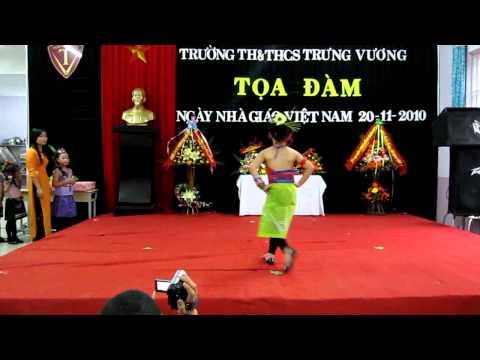 Thoi trang lop 1b ngay 20 11 2010 Trung vuong Quang Tri