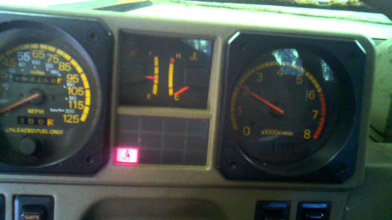 1991 Mitsubishi Montero fuel pump check terminal - YouTube