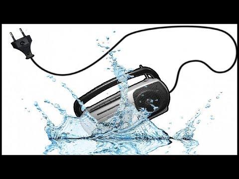 Что будет если бросить электроприбор в воду?