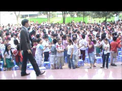 Yoga cười Tâm Việt với trường Tiểu học Lê Quý Đôn