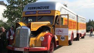 LKW-Oldtimer Konvoi passiert das Hanomag-Werkstor   Schwertransport zum PS-Speicher Einbeck