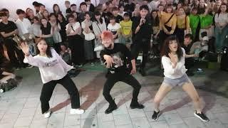 Download lagu 《ChungHa_Snapping》20190720_214239#강레오&#유원&#호용 청하#스내핑 with#Paradox(#서유빈,#곽서희) 홍대버스킹 #SnowHorse
