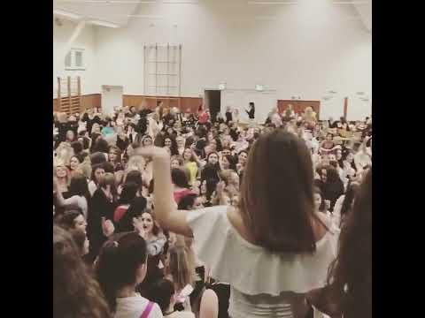 8 Marsi 2017 Dietzenbach-sekunce e shkurtër me disa kënge rinore moderne-Nertil Elezkurtraj 🎤🎼🎼