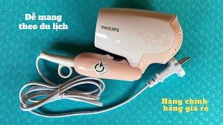 Trên tay máy sấy tóc mini Philips HP8108, gấp gọn dễ mang theo du lịch