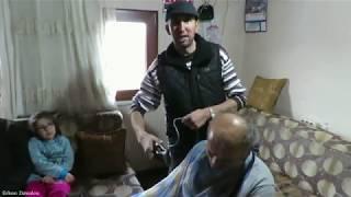 Berber de olduk Ali dayımı saç tıraşı yapıyorum