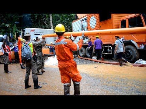 タイ洞窟 少年ら13人の救助難航