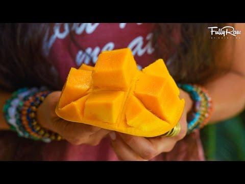 How to Cut a Mango in 15 Seconds! 😋 It's Pure Mango Magic!