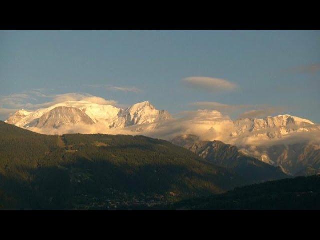 <span class='as_h2'><a href='https://webtv.eklogika.gr/mon-mplan-aystiroteroi-kanones-gia-toys-toyristes-oreivates' target='_blank' title='Μον Μπλαν: Αυστηρότεροι κανόνες για τους τουρίστες ορειβάτες…'>Μον Μπλαν: Αυστηρότεροι κανόνες για τους τουρίστες ορειβάτες…</a></span>