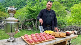 The best homemade Męat Balls | How to cook Dinner for the WHOLE Village