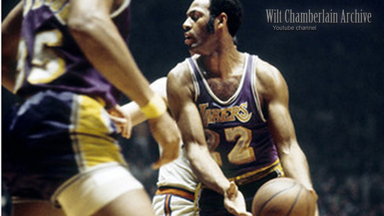 Elgin Baylor was an OUTSTANDING passer