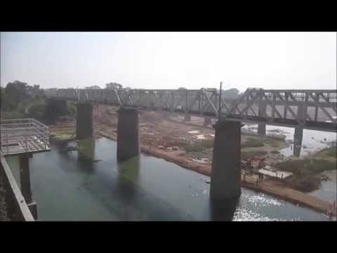 11072 Kamayani Express crosses Narmada river near Hoshangabad !!!