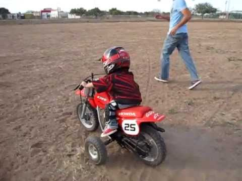 ni o motocross 1a o 9meses en su honda 50cc youtube. Black Bedroom Furniture Sets. Home Design Ideas