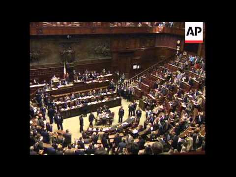 ITALY: PREMIER LAMBERTO DINI NARROWLY WINS CONFIDENCE VOTE