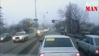 ДТП драки разборки  приколы на дороге 2013 Avto Man # 22(Множество невероятных происшествий и просто неожиданностей происходящих на дороге в 2012 году Авто видео..., 2013-06-04T12:26:23.000Z)