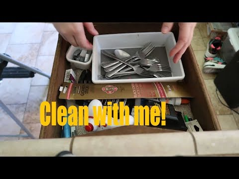 Cleaning my Kitchen cabinets