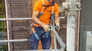 Montaggio ponteggio a sbalzo con ancoraggi al muro sopra ingresso Ospedale Fatebenefratelli Roma