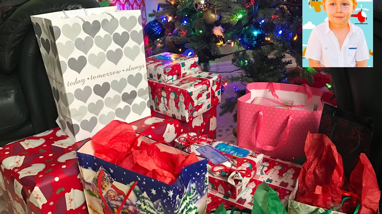 Kids opening Christmas presents! Christmas gift! Opening Presents ...
