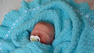 Вязанный плед для новорожденного. Плед на выписку
