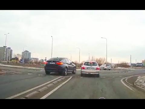 Kas vyksta Kaune skaitytojo video: kaip įvyko avarija moderniausioje Kauno žiedinėje sankryžoje