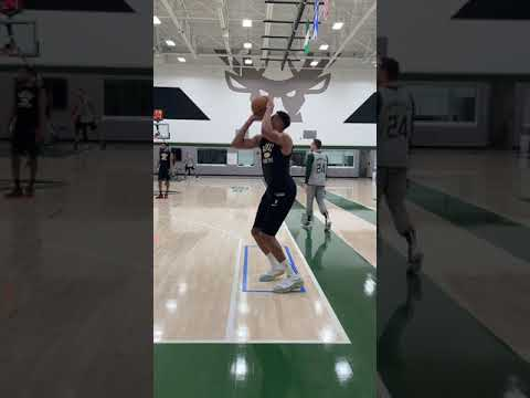 Giannis Hit The Shimmy