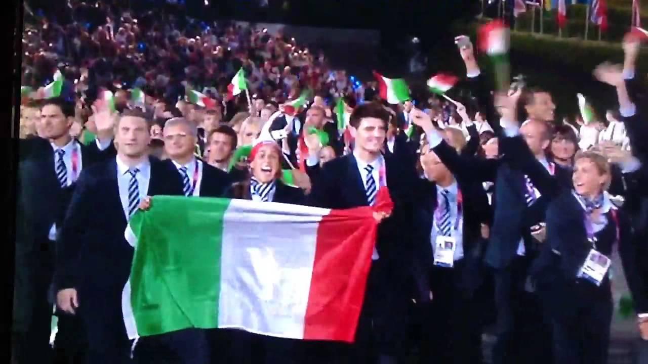 La bandiera italiana a le olimpiadi di london 2012 youtube for Bandiera di guerra italiana