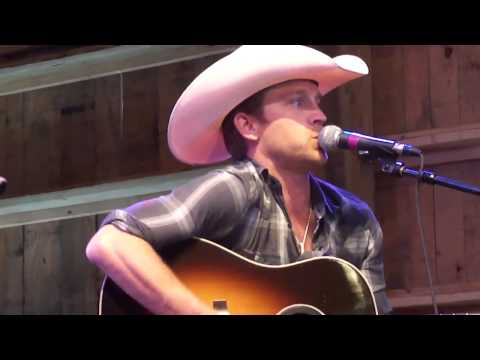 Justin Moore's Ass Song - HGTV Lodge At CMA Fest