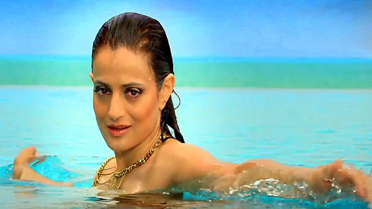 Amisha patel hot in bikini