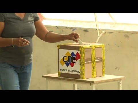 Venezuelanos vão às urnas