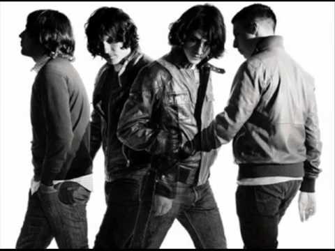 Arctic Monkeys Song Lyrics by Albums | MetroLyrics