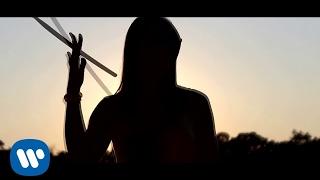 Смотреть клип Laura Pausini - Es La Musica