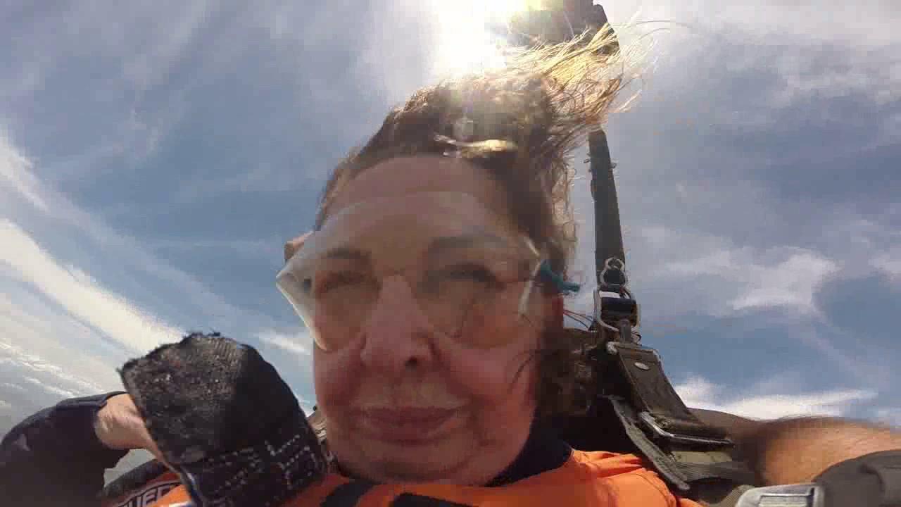 Salto de Paraquedas da Terezinha na Queda Livre Paraquedismo 28 01 2017