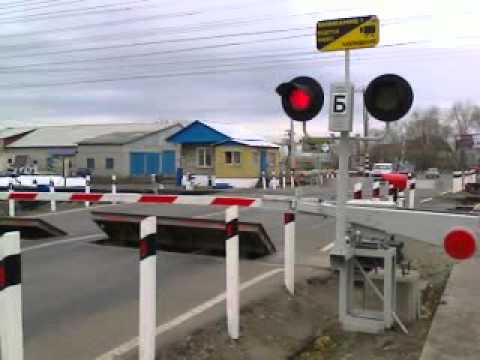 Железнодорожный переезд со шлагбаумом картинка 8