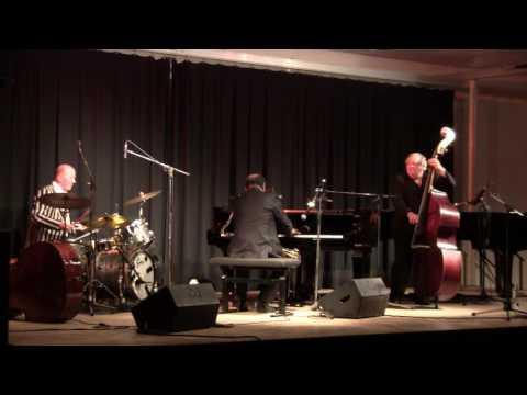 "Serge Rahoerson interprète ""It's all right with me"" à Tinténiac Festival Jazz"