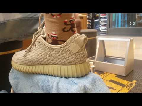 Fake YEEZY !!! MOON ROCKS CLEAN AND CONDITION WITH SHOE MGK . NORTH STAR MALLS