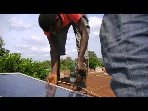 Installatie zonnekiosk in Kati, Togo