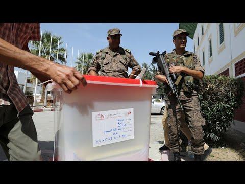 التونسيون إلى صناديق الاقتراع لانتخاب رئيسهم الجديد وسط إجراءات أمنية مشددة  - نشر قبل 3 ساعة