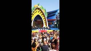La concejala expulsa a Manny Manuel borracho de su concierto en el Carnaval.